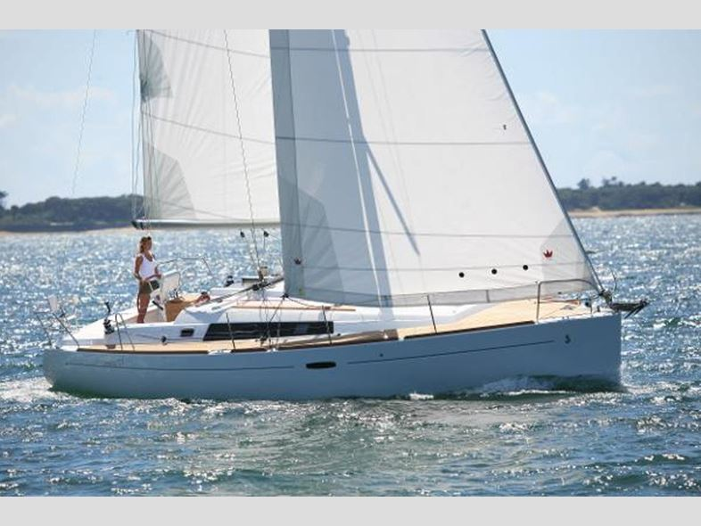 Ellie B - a Beneteau Oceanis 37