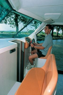 Confort 1100 - a Custom Built River Cruiser
