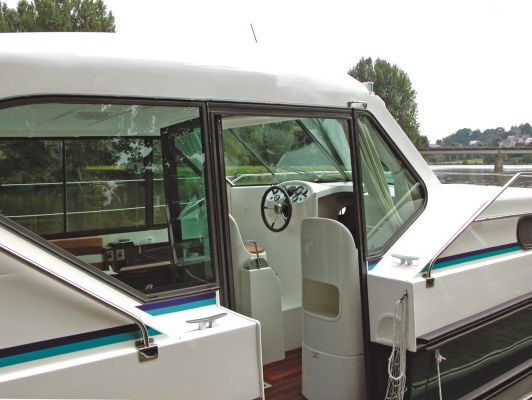 Confort 1350 - a Custom Built River Cruiser