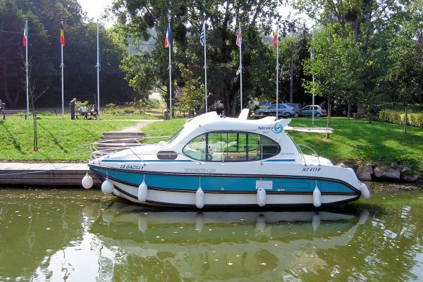 Estivale Duo - a Custom Built River Cruiser