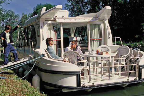 Sedan 1150 - a Custom Built River Cruiser