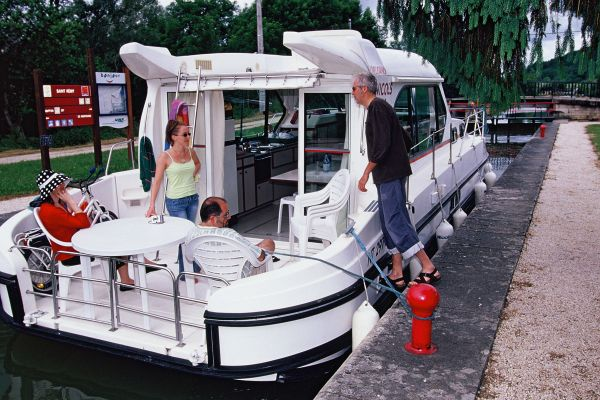 Sedan 1160 - a Custom Built River Cruiser