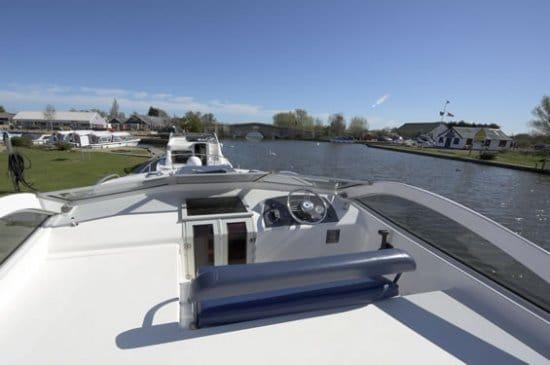 Supreme Light - a River Cruiser